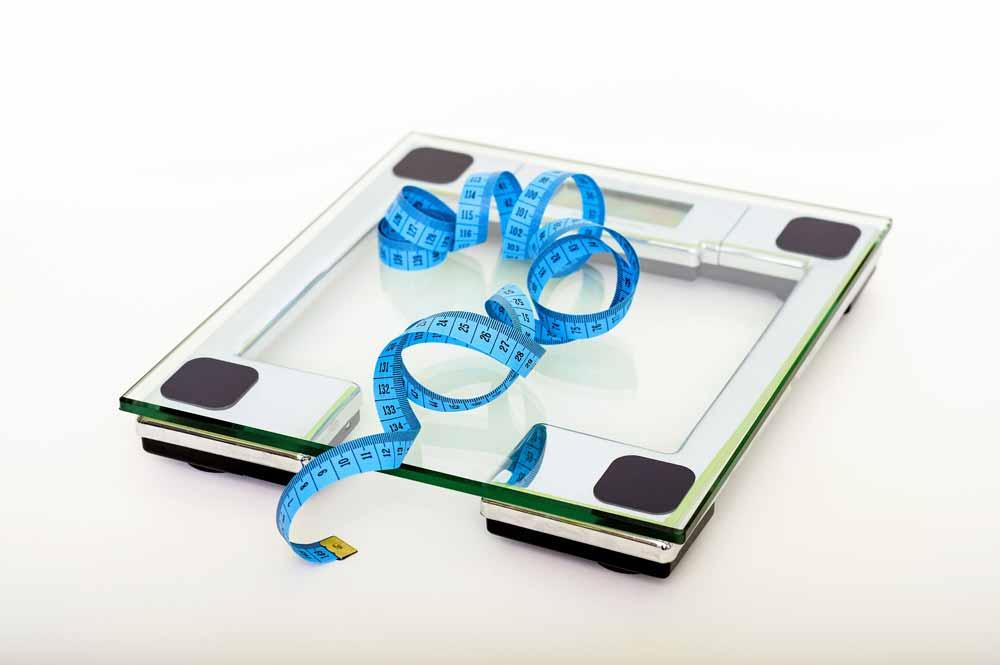 Stoffwechsel austricksen, Bauchfett abnehmen, Kontrolle mit Waage und Massband